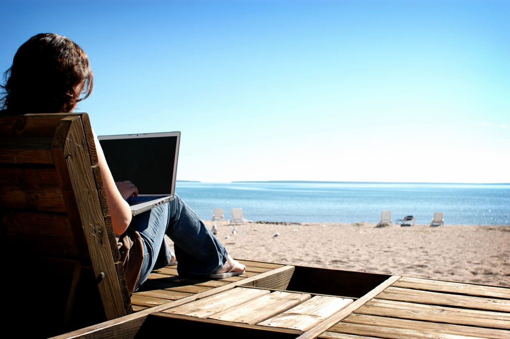 The Advantages and Disadvantages of Searching Job During Summer